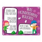 Metallschild mit Spruch: Was Kinderohren brauchen