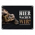 Metallschild mit Schildkröte Motiv und Spruch: Hier wachen wir!