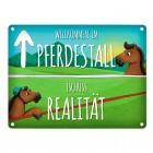 Metallschild mit Spruch: Willkommen im Pferdestall, Tschüss Realität