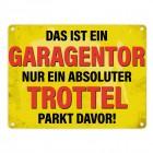 Metallschild mit Spruch: Das ist ein Garagentor, nur ein Trottel …