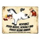 Metallschild mit weißes Pferd Motiv und Spruch: Achtung! Pferd beisst, schlägt ...